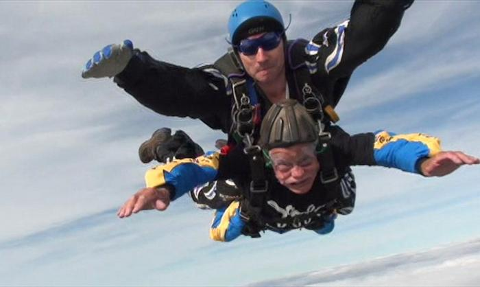94yo-skydiving-for-charity-05