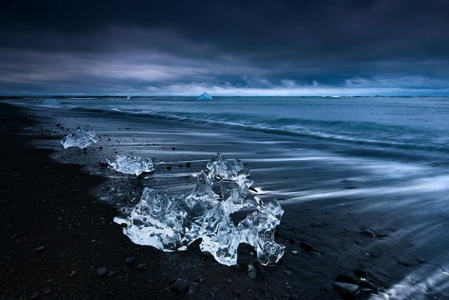 volcanic-beach-covered-in-ice-03