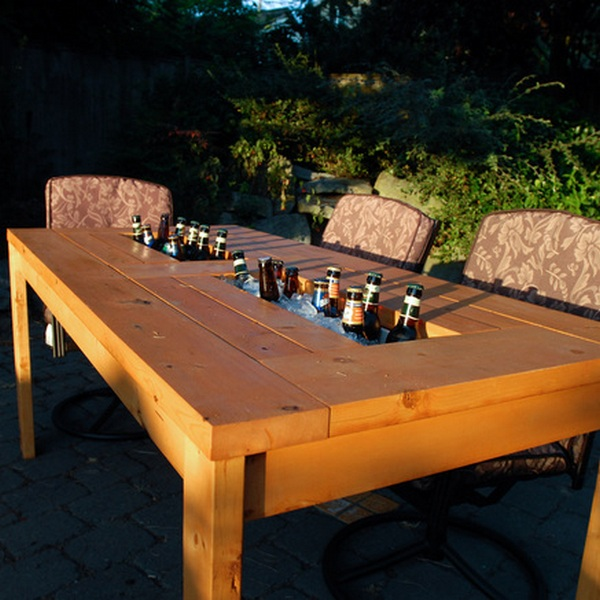 wood-pallet-table-with-beer-cooler