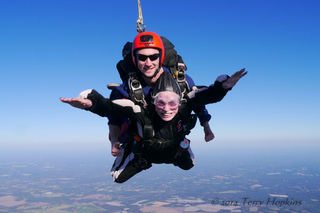 84-year-old-woman-skydiving-02