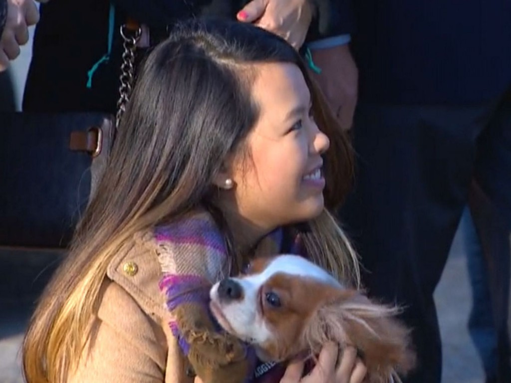 ebola-nurse-reunited-with-her-dog-02