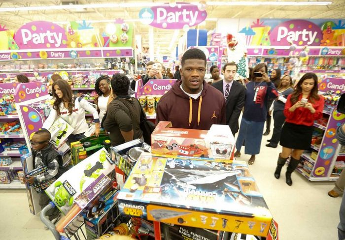 andre-johnson-holiday-shopping-spree-for-kids-01