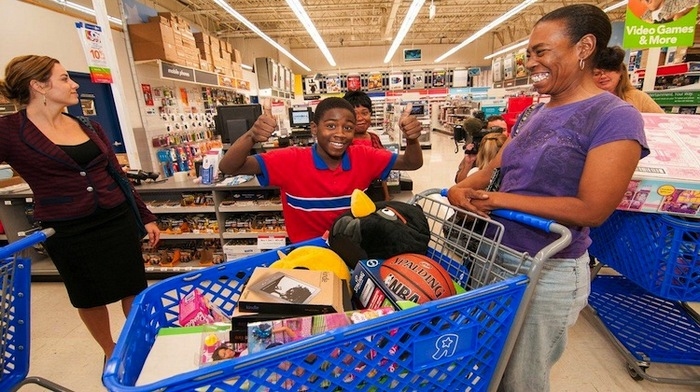 andre-johnson-holiday-shopping-spree-for-kids-05