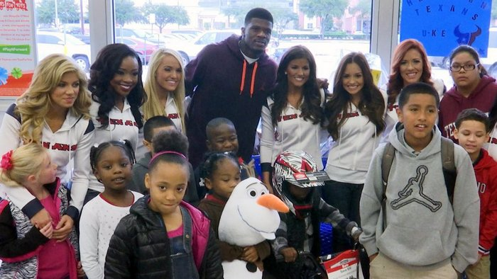 andre-johnson-holiday-shopping-spree-for-kids-07