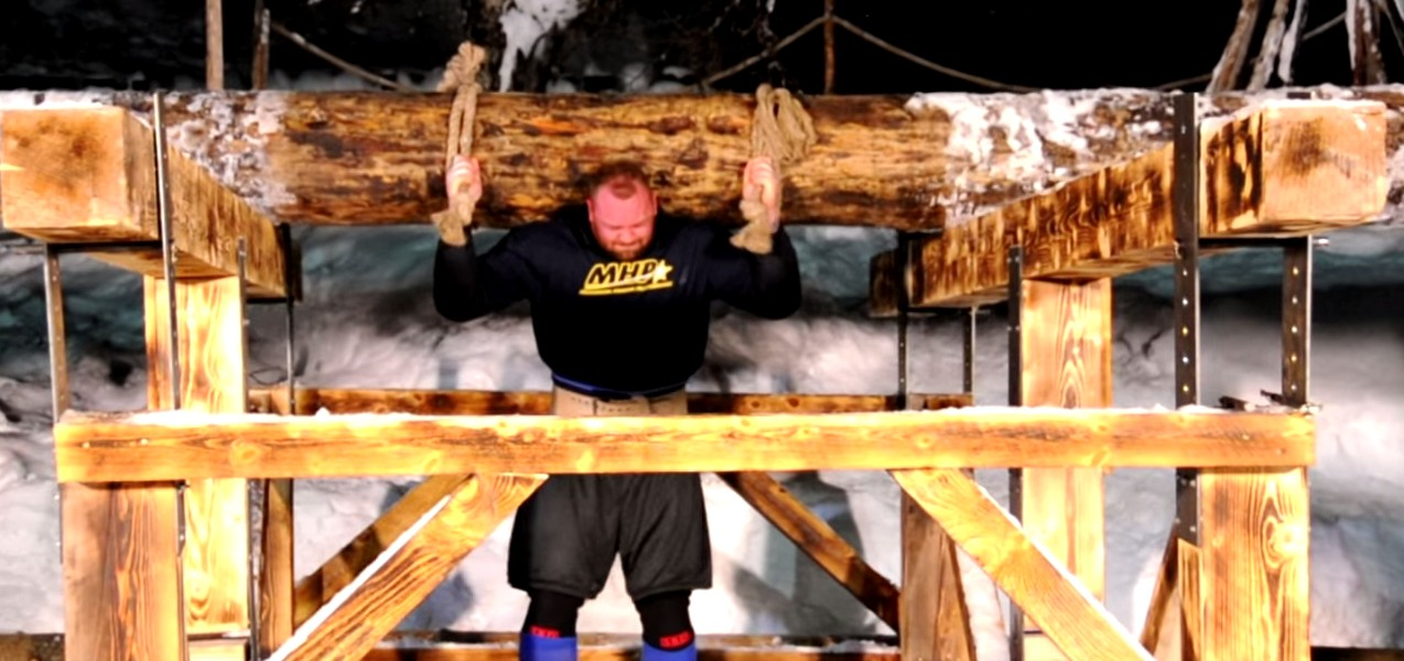 the-mountain-aka-thor-carries-1400lbs-log-to-become-strongest-viking